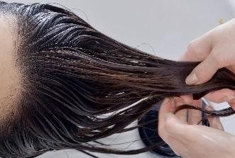 髪を労わるトリートメント